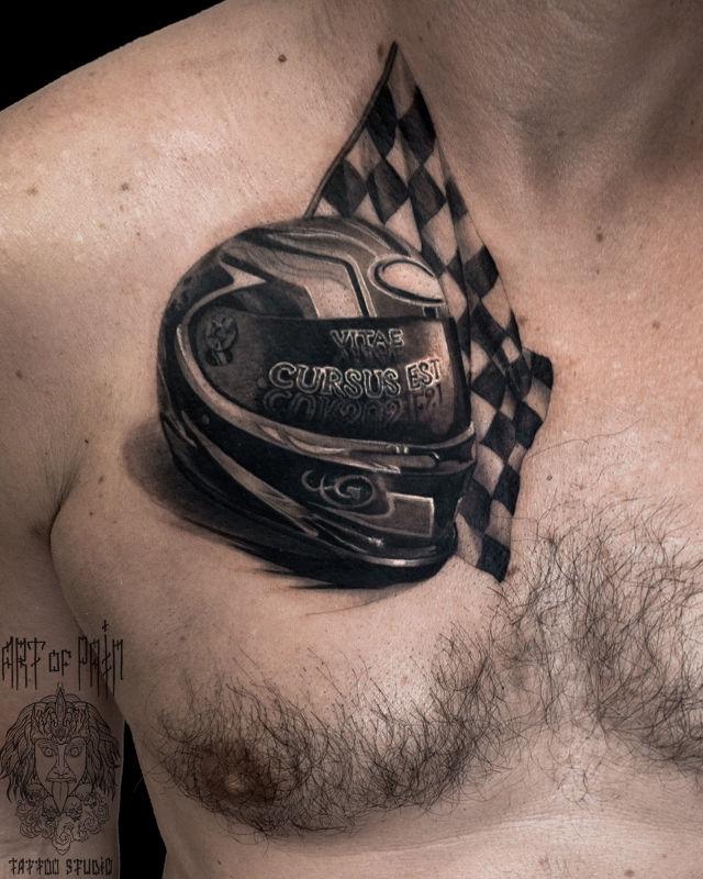 Татуировка мужская реализм на груди мотошлем – Мастер тату: Вячеслав Плеханов