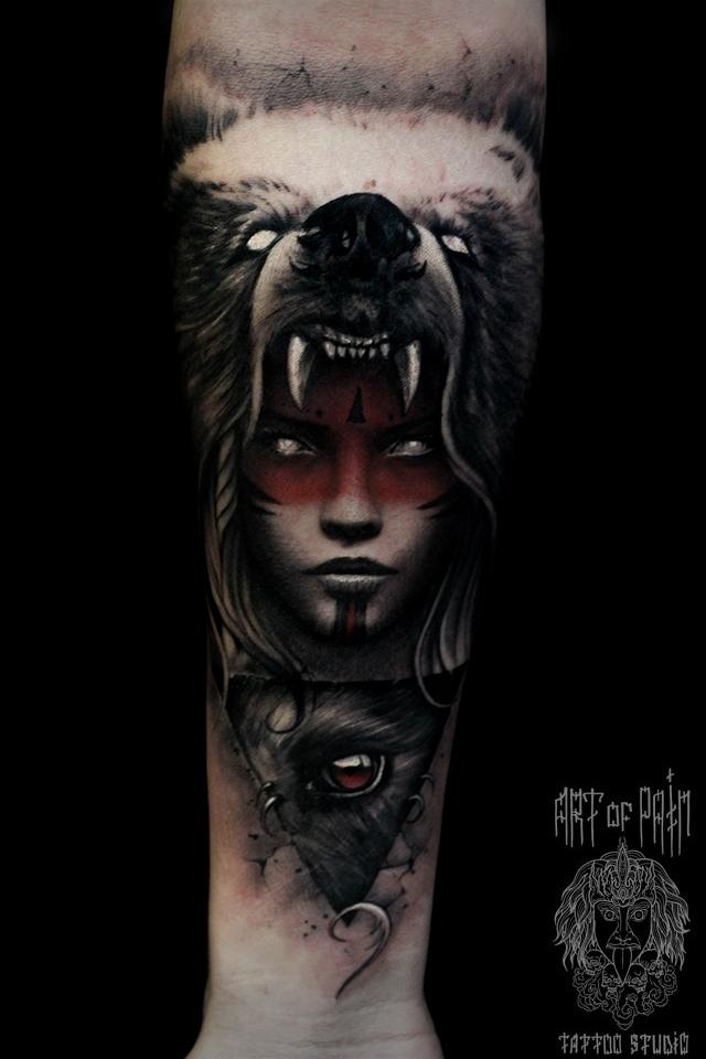Татуировка мужская black&grey на предплечье девушка в шкуре медведя – Мастер тату: Слава Tech Lunatic