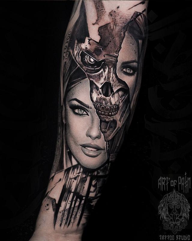 Татуировка мужская реализм на предплечье девушка, череп – Мастер тату: Слава Tech Lunatic