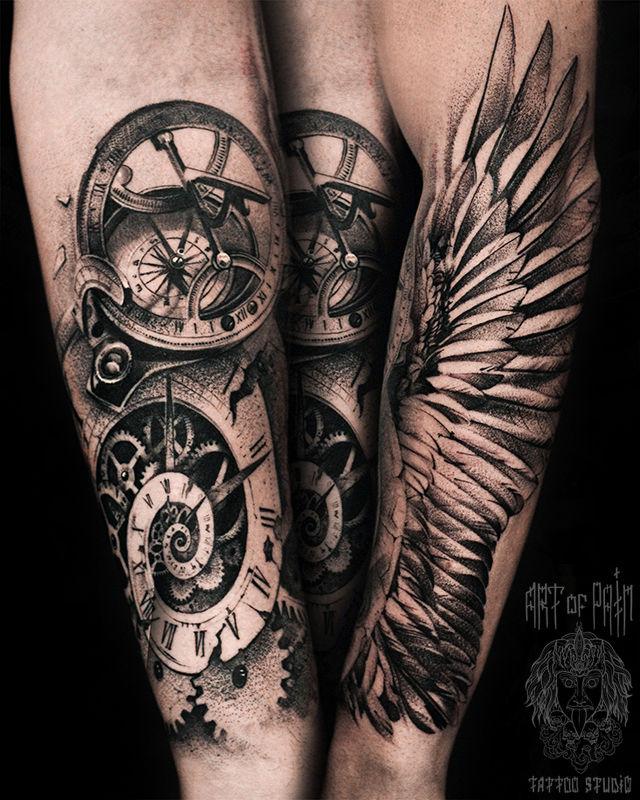 Татуировка мужская реализм на предплечье крылья, часы, компас – Мастер тату: Слава Tech Lunatic