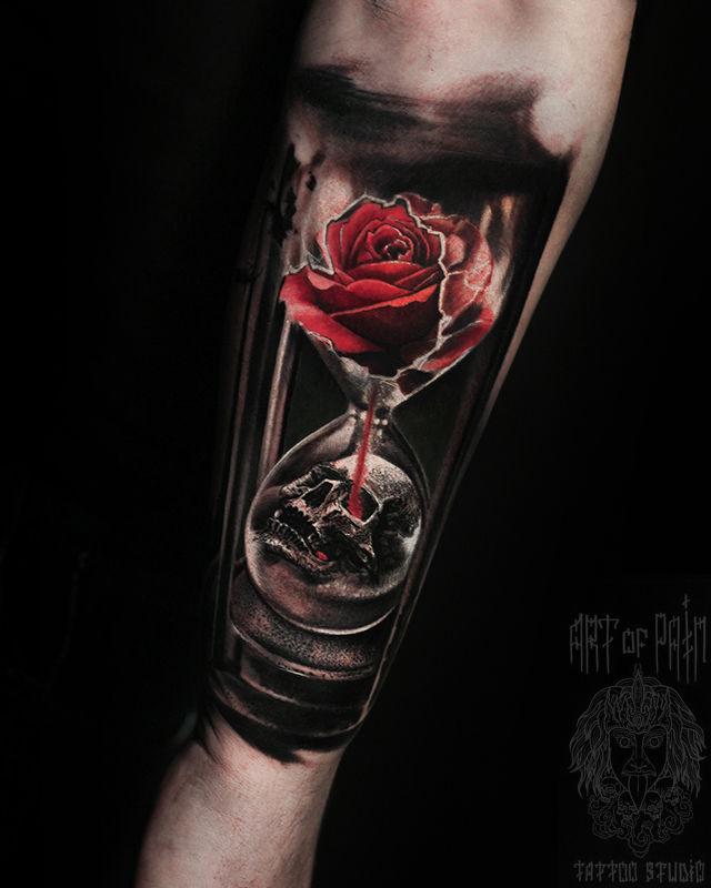 Татуировка мужская реализм на предплечье роза, часы, череп – Мастер тату: Слава Tech Lunatic