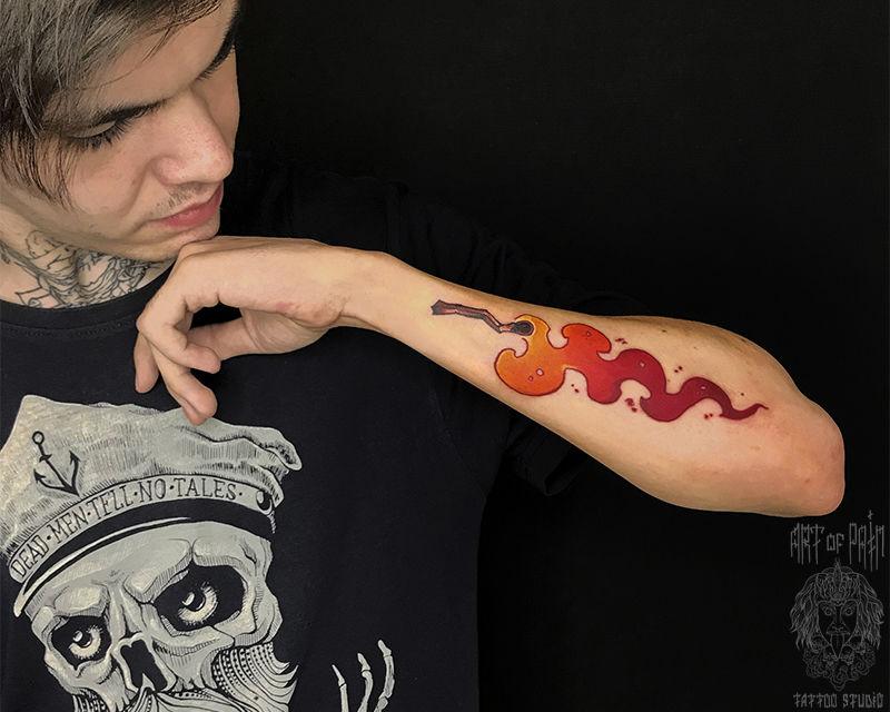 Татуировка мужская нью скул на предплечье свеча – Мастер тату: Никита Ворожцов