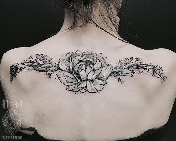 Татуировка женская графика на спине пион – Мастер тату: