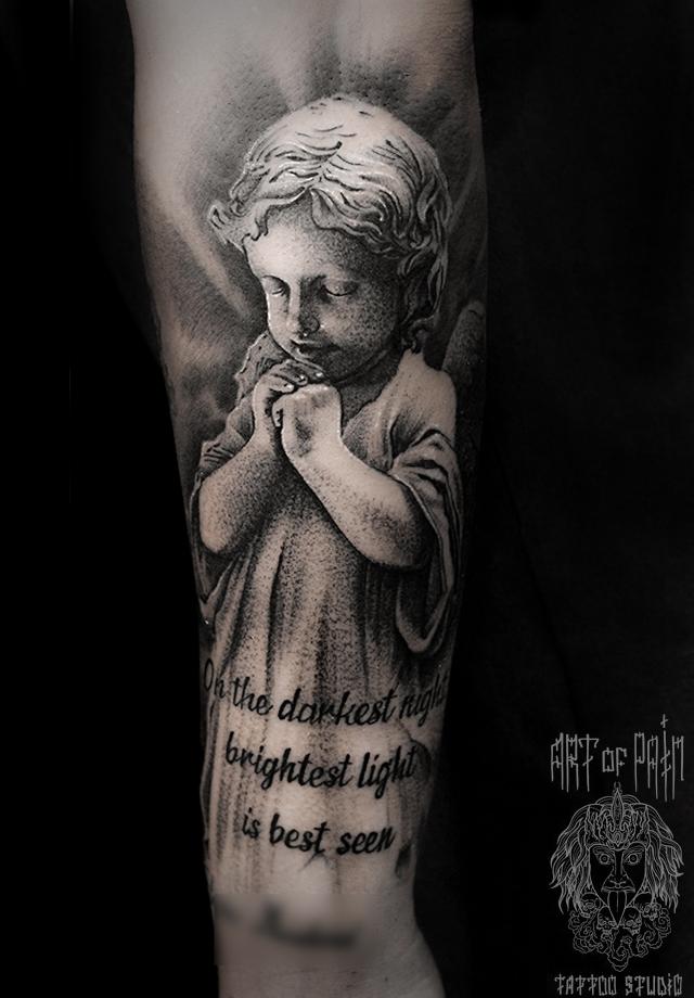 Татуировка мужская black&grey на предплечье ангел и надпись – Мастер тату: Слава Tech Lunatic