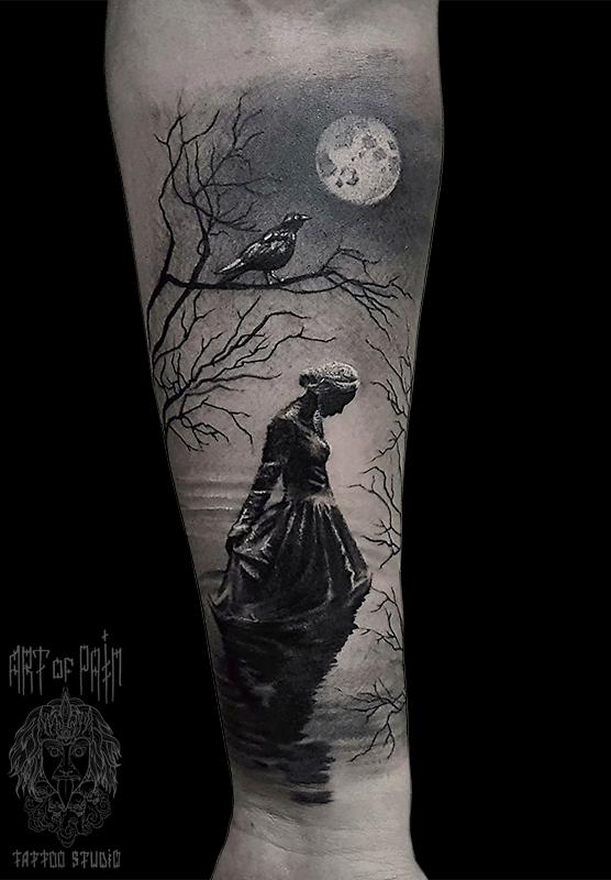 Татуировка мужская black&grey на предплечье девушка в озере – Мастер тату: Слава Tech Lunatic