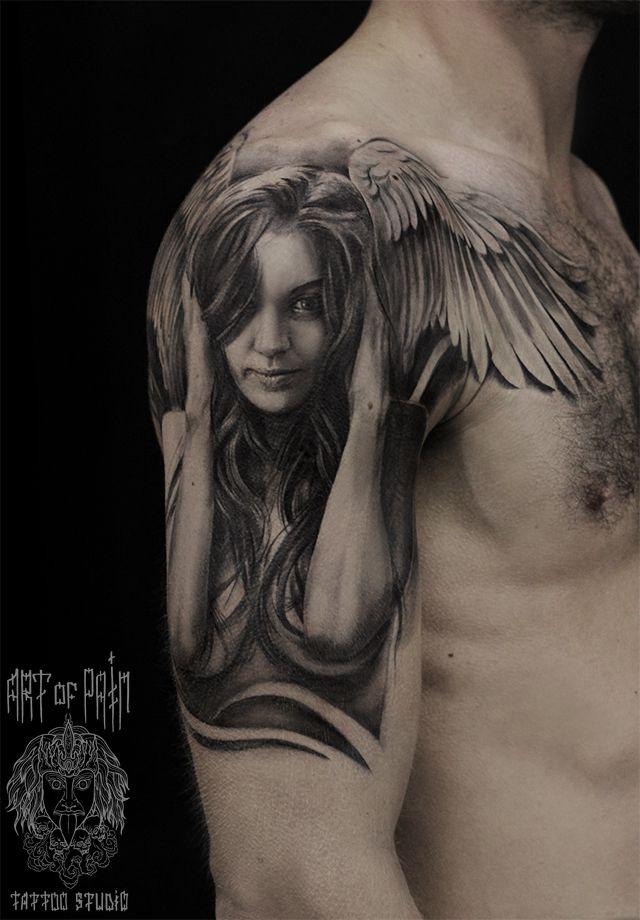 Татуировка мужская Black&Grey на плече девушка с крыльями ангела – Мастер тату: