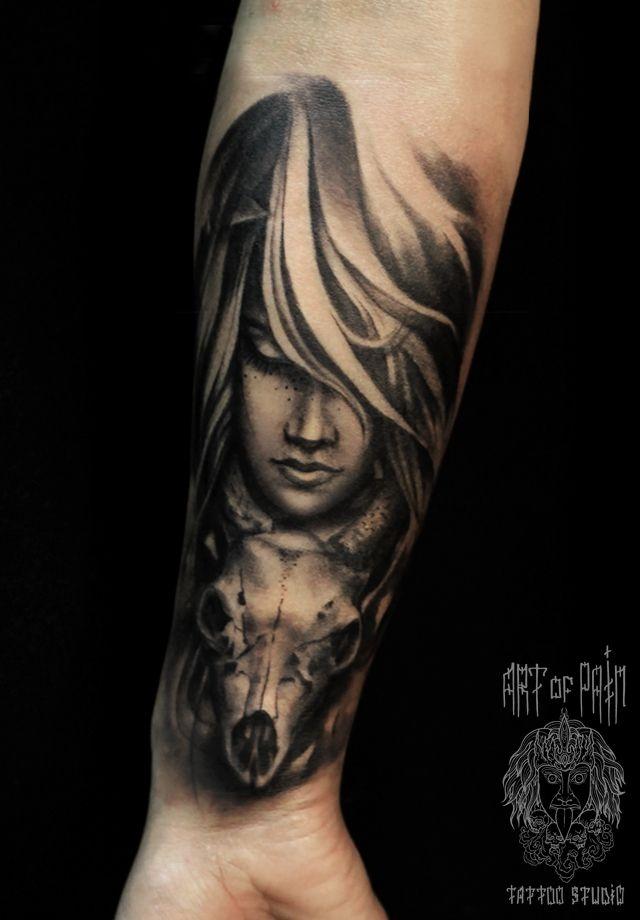 Татуировка мужская Black&Grey на предплечье девушка с закрытыми глазами и череп – Мастер тату: Слава Tech Lunatic