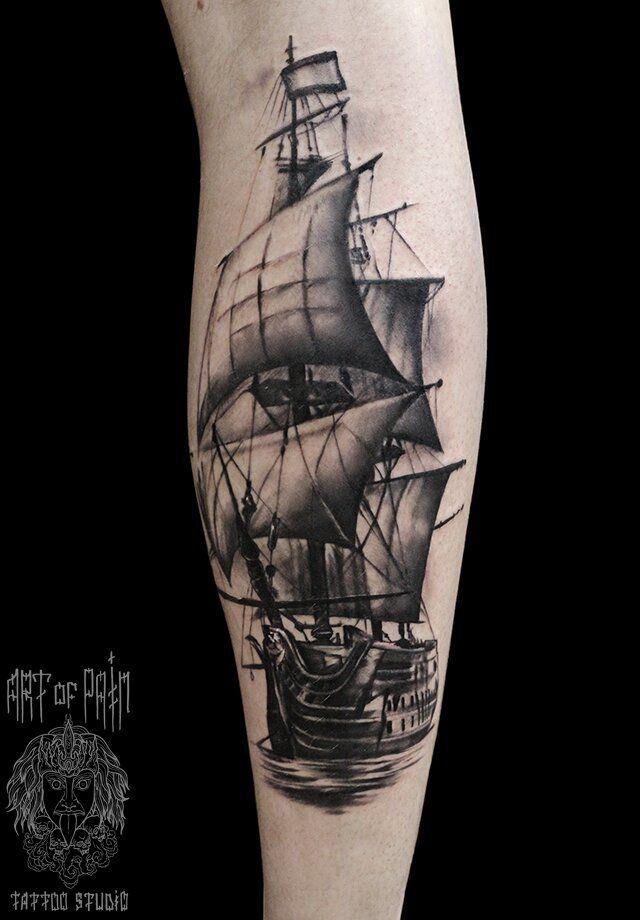 Татуировка мужская Black&Grey на икре корабль – Мастер тату: Слава Tech Lunatic