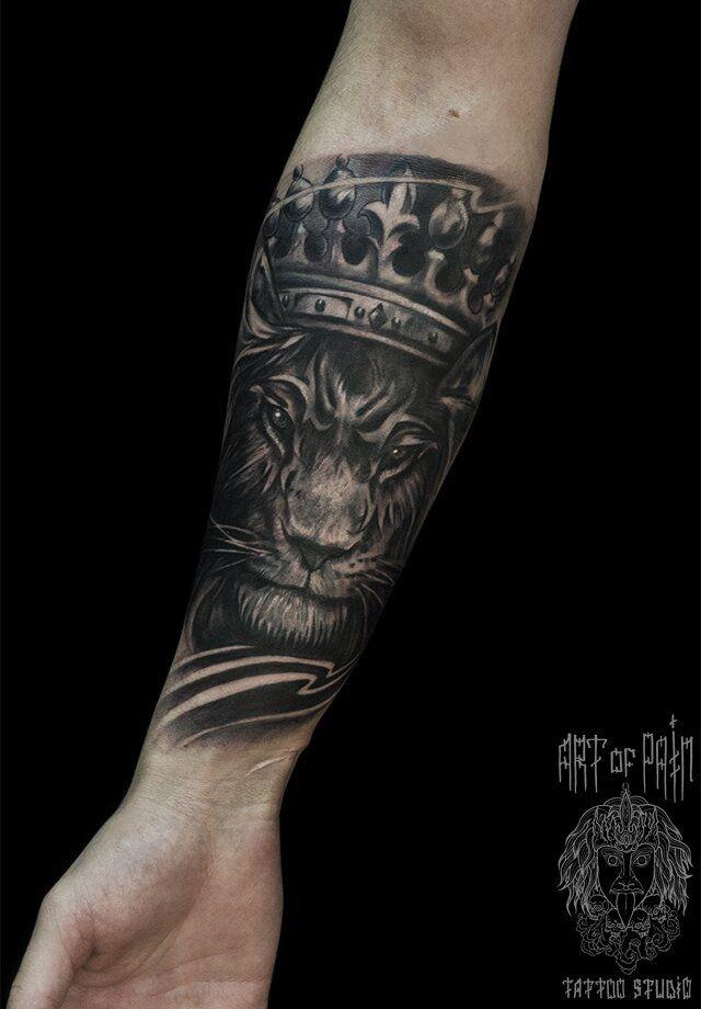 Татуировка мужская Black&Grey на предплечье король зверей – Мастер тату: Слава Tech Lunatic