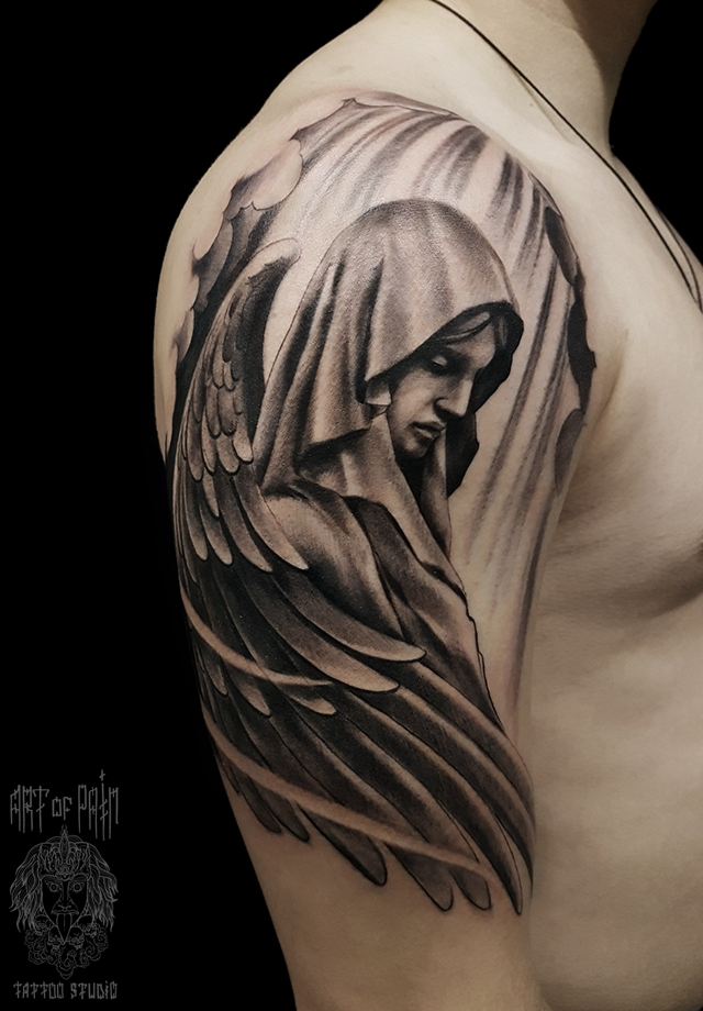 Татуировка мужская black&grey на плече дева ангел – Мастер тату: