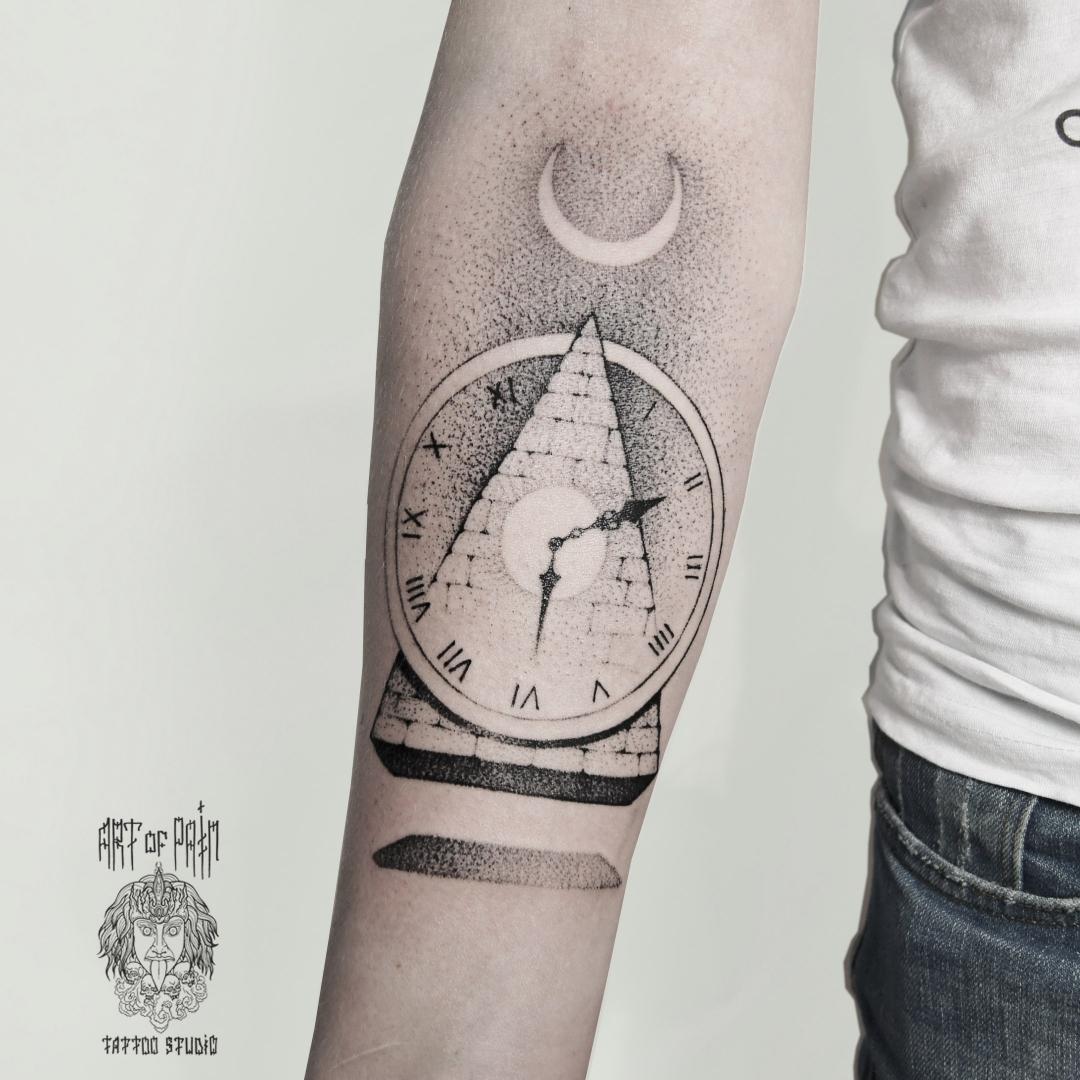 Тематическая подборка татуировок на мужчинах и девушках в разных стилях на общую тему – часы.
