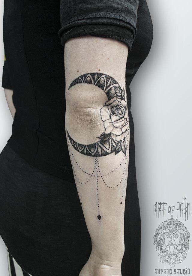 Татуировка женская графика на локте месяц – Мастер тату: