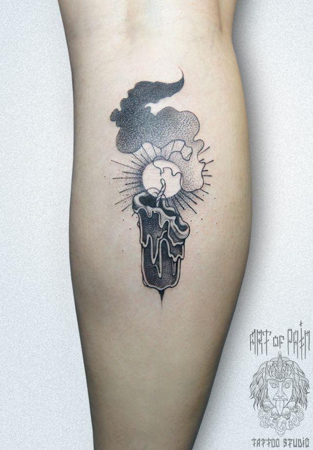 Татуировка женская графика на икре свеча – Мастер тату: