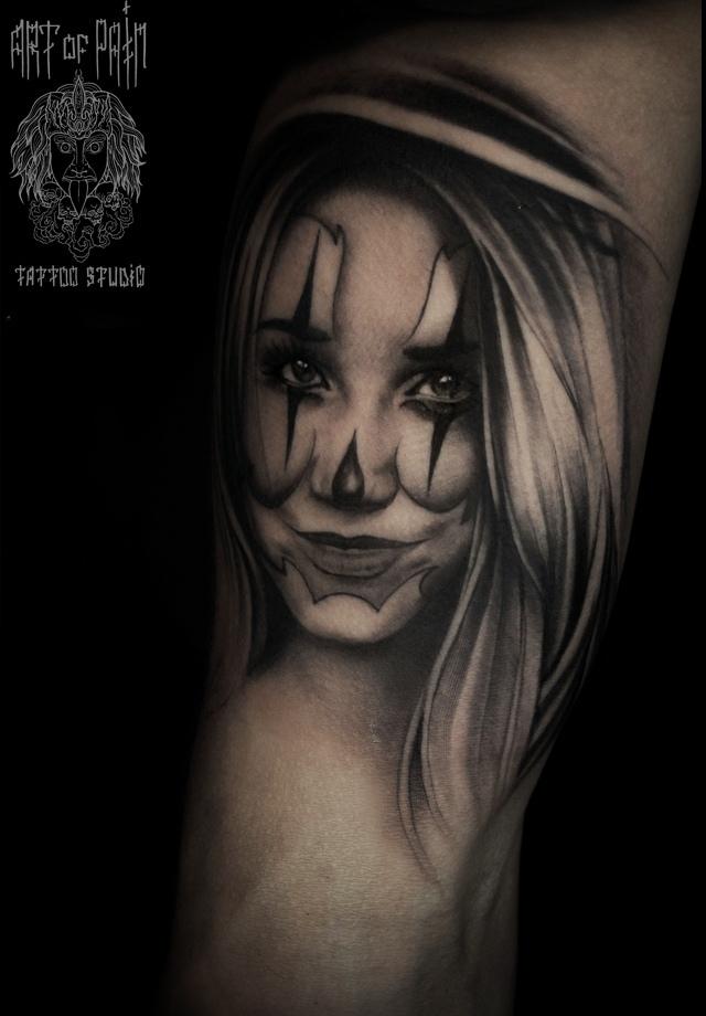 Татуировка мужская black&grey на плече девушка – Мастер тату: Слава Tech Lunatic