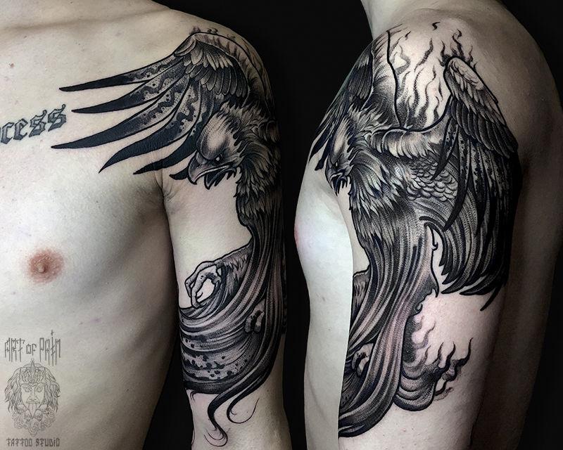Татуировка мужская графика на плече феникс – Мастер тату: Анастасия Юсупова