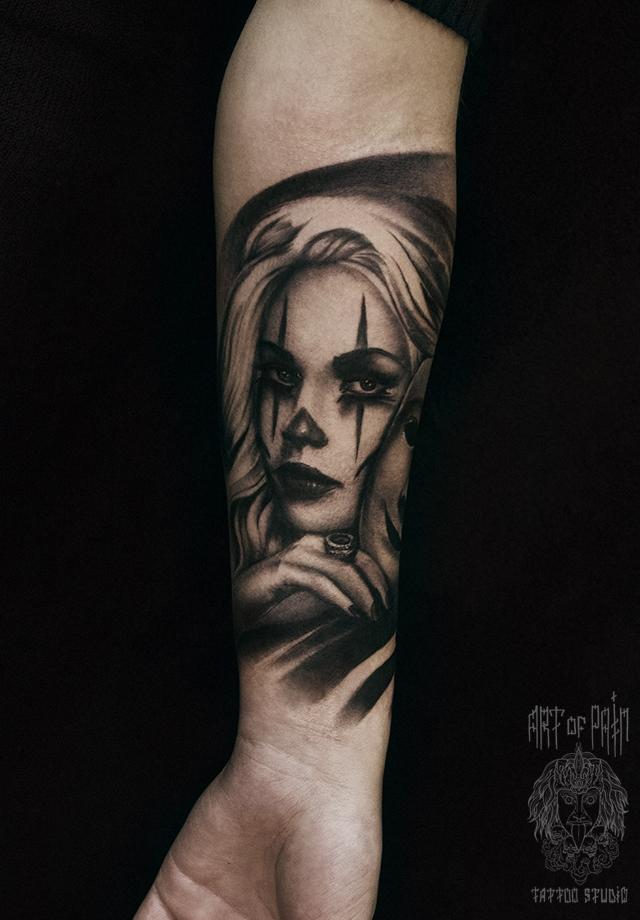 Татуировка женская реализм на предплечье дева с маской – Мастер тату: Слава Tech Lunatic