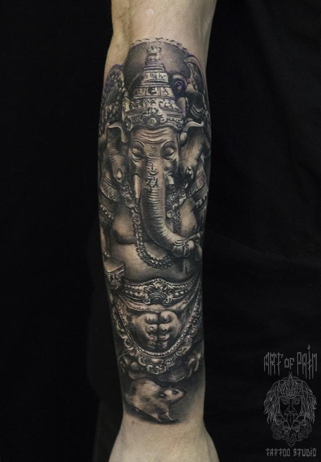 Татуировка мужская black&grey на предплечье ганеша – Мастер тату: Слава Tech Lunatic