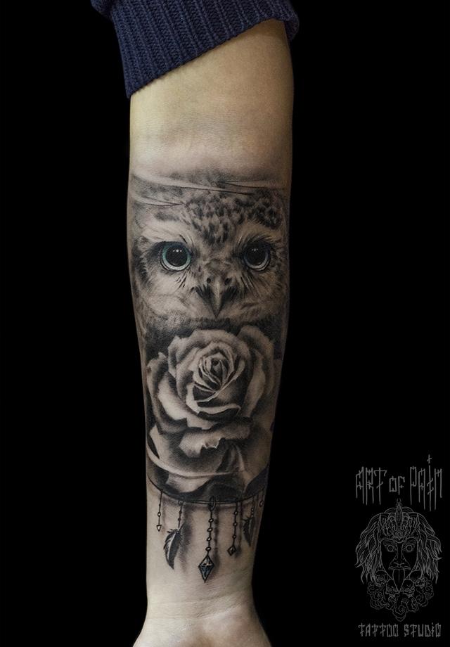 Татуировка женская реализм на предплечье сова и цветок – Мастер тату: Слава Tech Lunatic