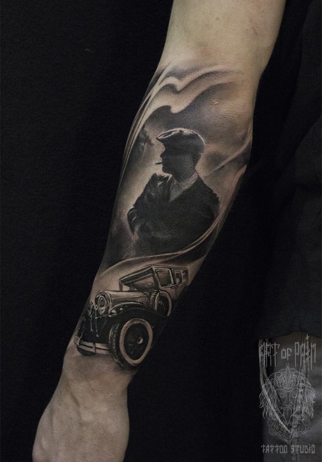 Татуировка мужская black&grey на предплечье острые козырьки – Мастер тату: Слава Tech Lunatic