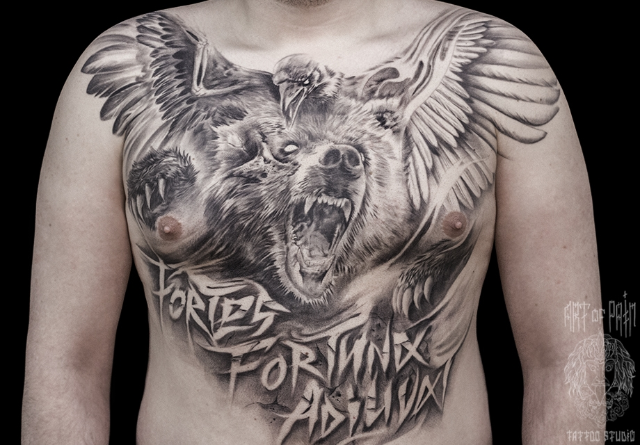 Татуировка мужская хоррор на груди медведь и ворон – Мастер тату: Слава Tech Lunatic