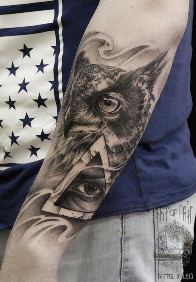 Татуировка мужская black&grey на предплечье сова и всевидящее око – Мастер тату: Слава Tech Lunatic