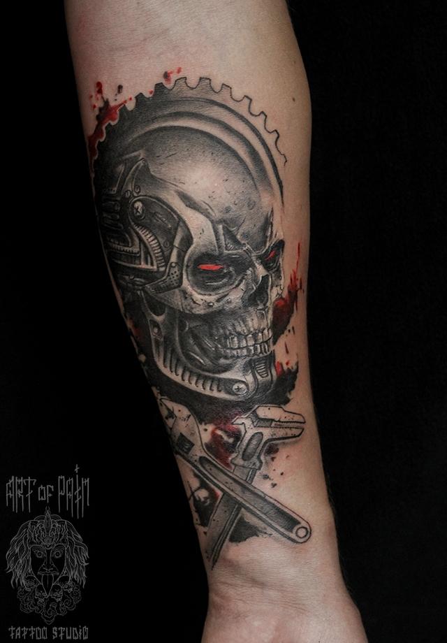 Татуировка мужская black&grey на предплечье череп робота – Мастер тату: Слава Tech Lunatic