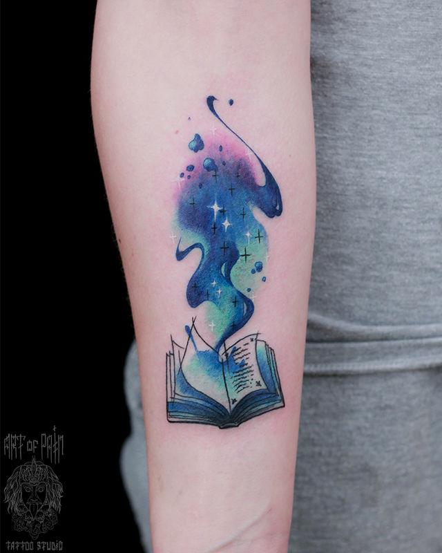 Татуировка женская нью-скул на предплечье книга – Мастер тату: Анастасия Родина
