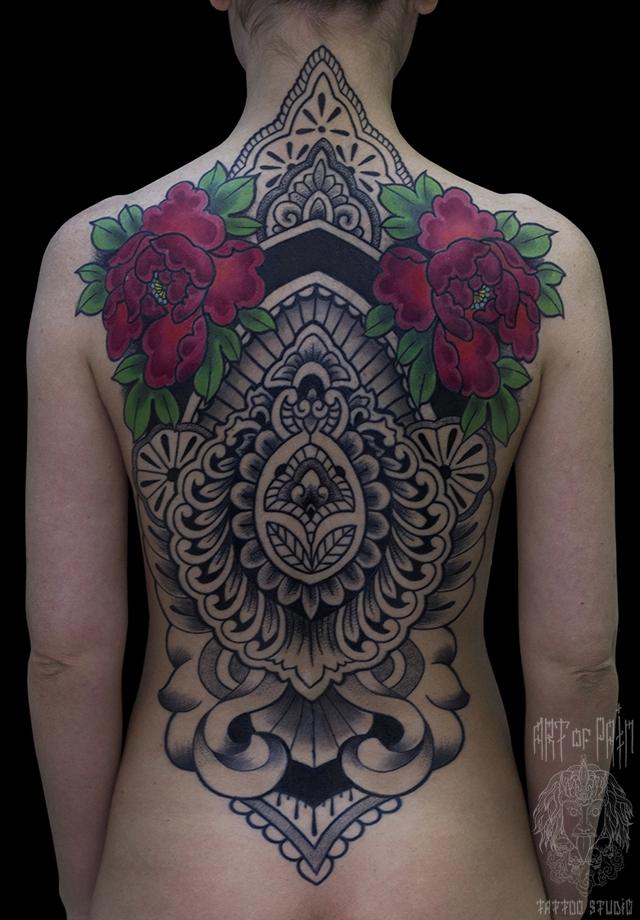 Татуировка женская орнаментал на спине орнамент и цветы – Мастер тату: Ольга Добрякова