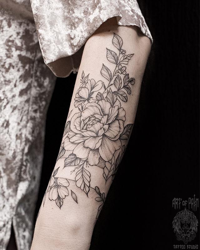 Татуировка женская графика на предплечье дикие цветы – Мастер тату: Мария Котова