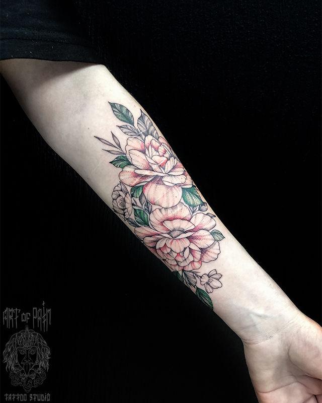 Татуировка женская цветная графика на предплечье цветы – Мастер тату: Мария Котова