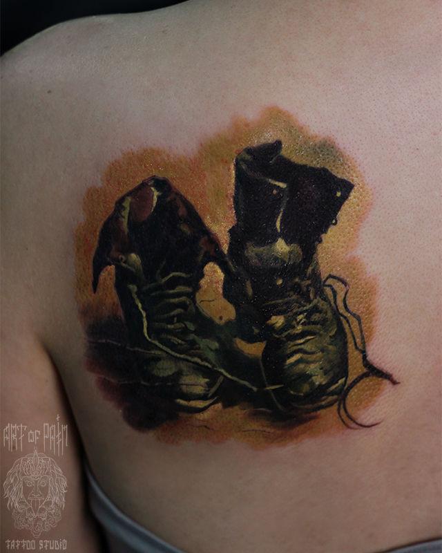 Татуировка женская реализм на лопатке ботинки – Мастер тату: Александр Pusstattoo