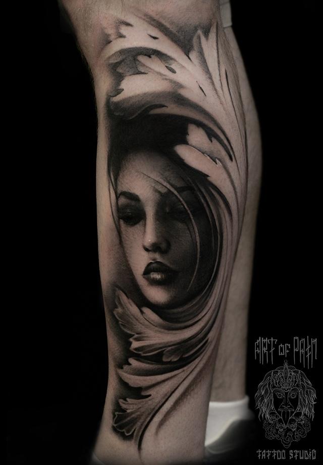 Татуировка мужская black&grey на голени девушка – Мастер тату: Слава Tech Lunatic