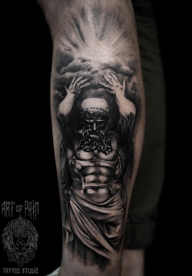 Татуировка мужская black&grey на голени атлант и лучи солнца сквозь тучи – Мастер тату: Слава Tech Lunatic
