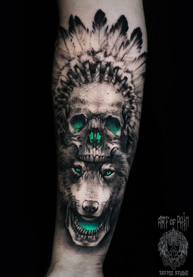 Татуировка мужская реализм на предплечье волк и череп индейца – Мастер тату: Слава Tech Lunatic