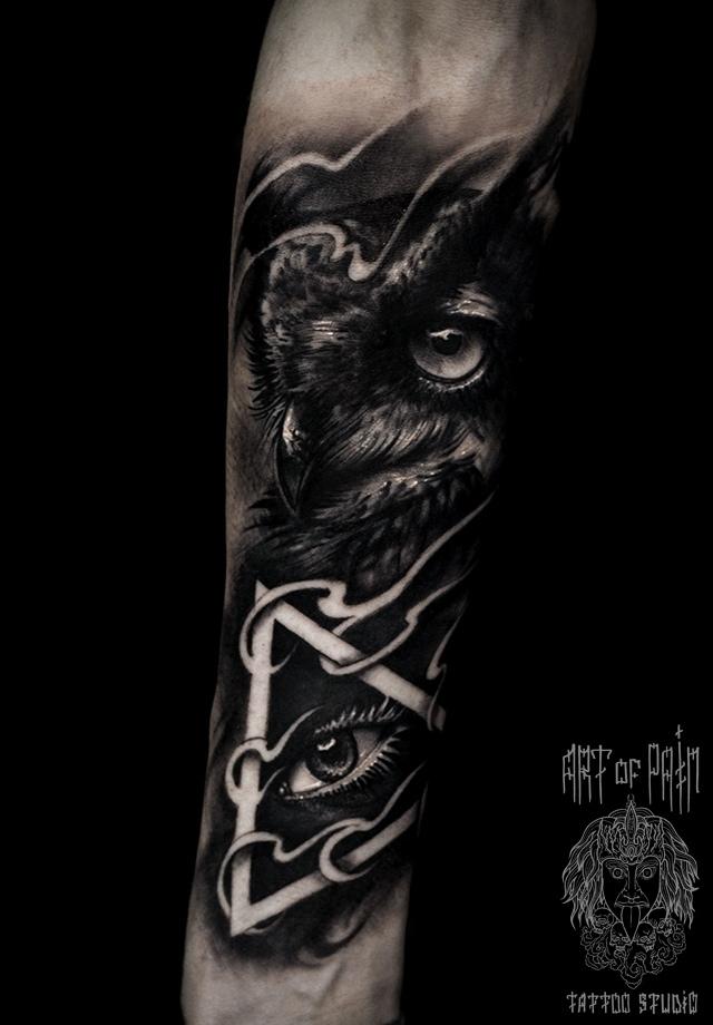 Татуировка мужская black&grey на предплечье сова – Мастер тату: Слава Tech Lunatic