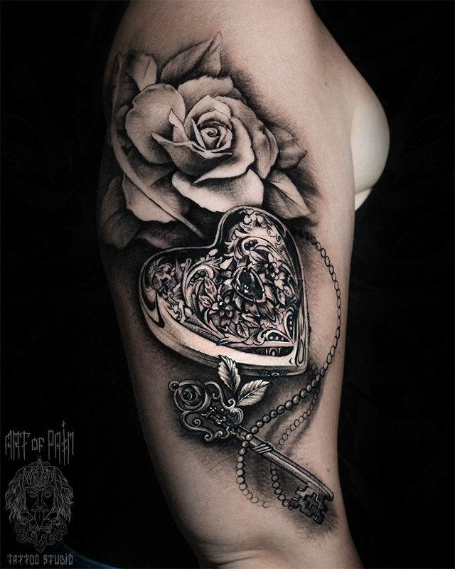 Татуировка женская реализм на плече роза и замок – Мастер тату: Слава Tech Lunatic