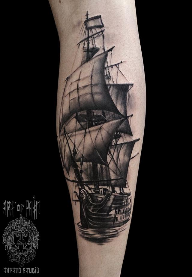 Татуировка мужская реализм на голени корабль – Мастер тату: Слава Tech Lunatic