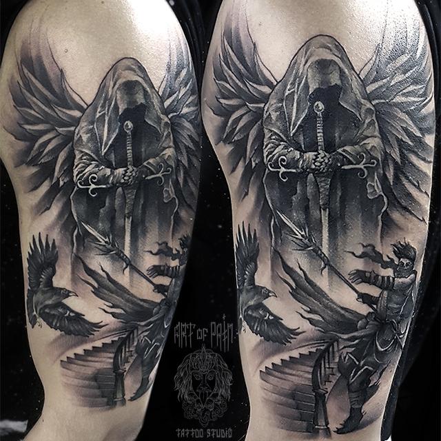 Татуировка мужская black&grey на плече ангел с мечом – Мастер тату: