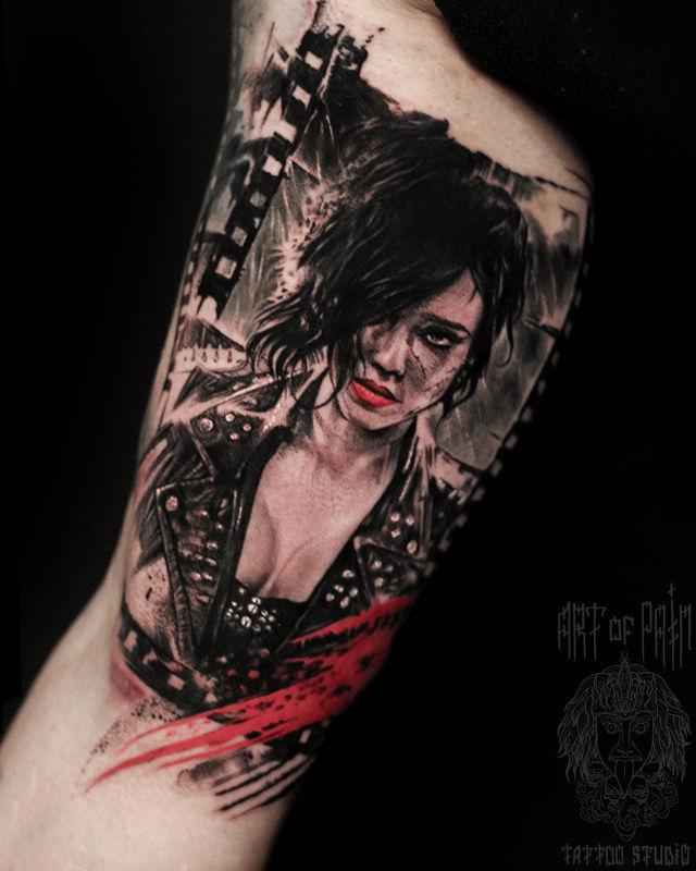 Татуировка мужская треш полька на руке девушка – Мастер тату: Слава Tech Lunatic