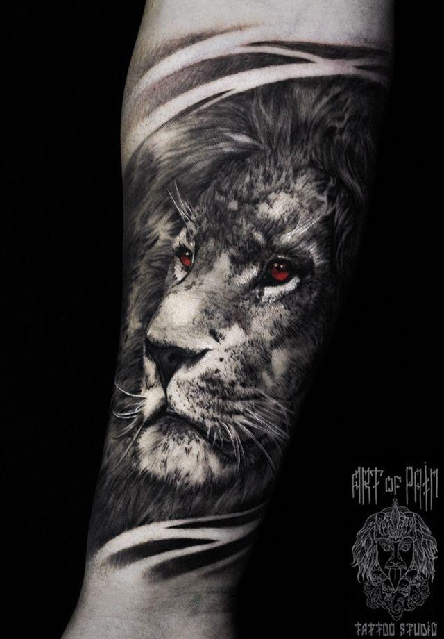 Татуировка мужская реализм на предплечье лев с красными глазами – Мастер тату: Слава Tech Lunatic