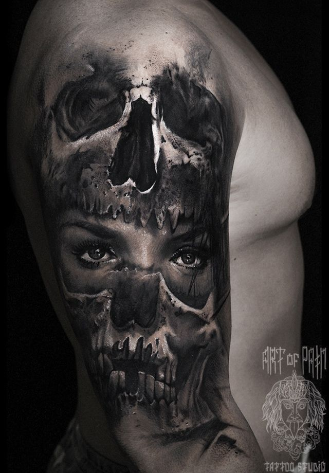 Татуировка мужская реализм на плече девушка и череп – Мастер тату: Слава Tech Lunatic