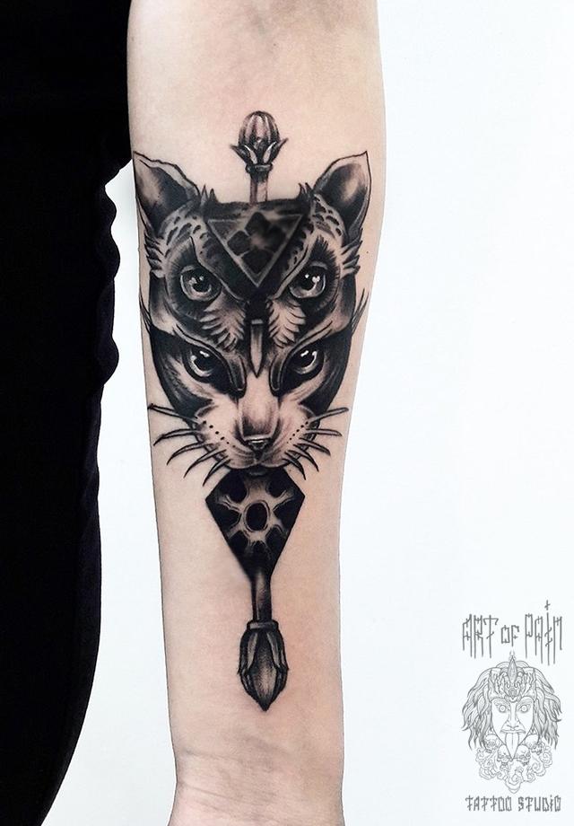 Татуировка женская графика предплечье сова/кошка – Мастер тату: Анастасия Крохотная