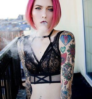 Модные женские тату
