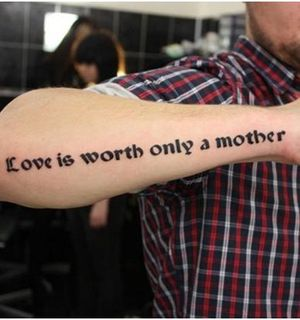 Самые популярные тату-надписи: как выбрать действительно оригинальные слова?