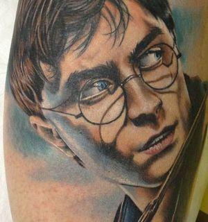 Татуировка с Гарри Поттером на руке в стиле реализм